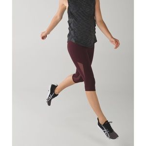 Lululemon. Drop It Like It's Hot Crop. Bordeaux